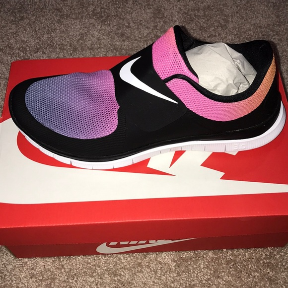 aaceb312dcd0 New In Box Nike Free Socfly SD-Black White Pink